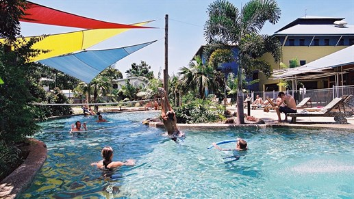 Poolen på Nomads Cairns - Jobba i Cairns - Working Holiday Australien